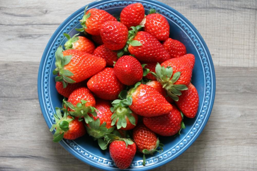 erdbeeren-fruchtleder-prepare