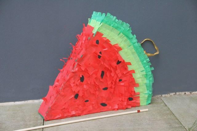 pinata basteln wie du eine melonen pinata selber basteln. Black Bedroom Furniture Sets. Home Design Ideas