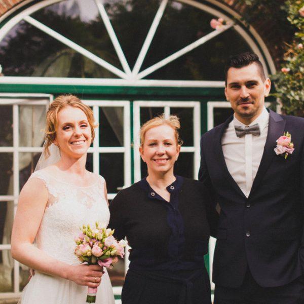 Caroline und Sean mit Peggy von Pretty Beautiful Events