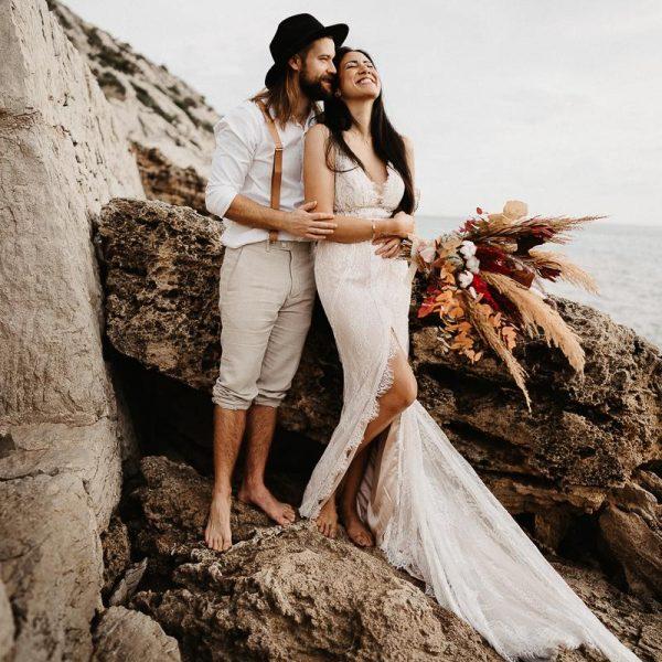 Brautpaar auf einem Felsen, Sarah Russ