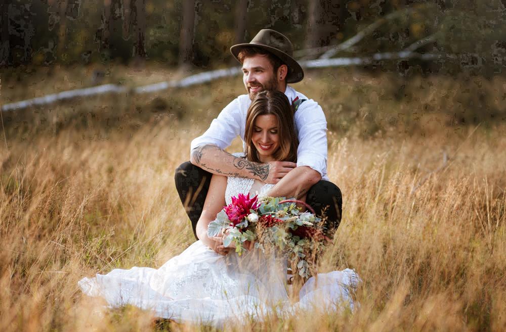 Brautpaar im Gras, Marion Flemming
